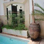 Il patio con la piscina