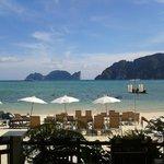 Praia em frente ao hotel!