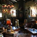 Liebevoll eingerichtetes Restaurant mit offnem Kamin und sehr gemütlichen Sitzgelegenheiten