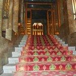 """vestibule  et escalier  conduisant à l'étage """"noble"""""""