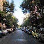 Calle de Galileo a la altura del local