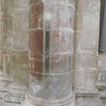 Uma das poucas colunas medievais que não foram danificadas pela 2º Guerra Mundial.
