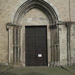 Porta principal (mas a entrada é pela lateral) da igreja.