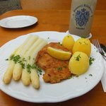 White asparagus in butter, schnitzel and boiled potatoes