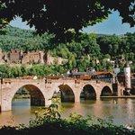 赤茶けた中世の石橋
