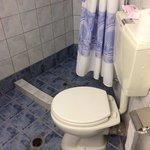 Une salle de bain qu'il n'y a pas sur le site de l'hôtel !