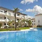 vistas del hotel y su piscina