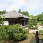 秋篠寺伎芸天安置の本堂