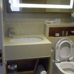 salle de bain un peu serrée.