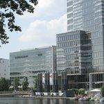 Das Hotel neben dem Köln Turm