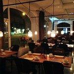 レストランは間接照明で雰囲気のある良い印象、味も良いです