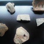 Tonscheiben aus der frühen Siedlungszeit. Etwa 3. Jahrtausend v. Chr.