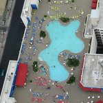 la piscine vue depuis notre chambre...