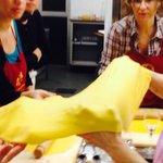 Al corso di pasta fresca si lavora con il matterello