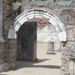 arco in marmo nel teatro
