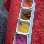 Sauces : violette (betterave & coco) Jaune (cury) Rouge (piment)  Marron (piment cury oignon)