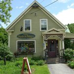 Sandy's Books & Bakery