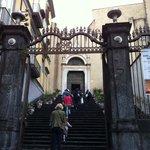 San Domenico Maggiore, ingresso dalla piazza omonima