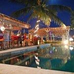restaurant/bar & pool