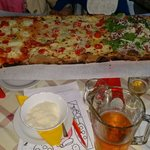 Un metro di eccellente pizza