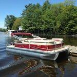 Beneton Pontoon Boat for Rent