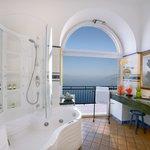 Vesuvius Suite bathroom