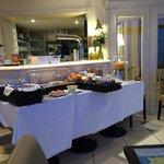 salle des petits déjeuners face à la mer