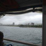 vista do mar de dentro do onibus aquático