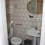 Banheiro do quarto do segundo andar (sótão)