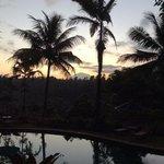 zonsopkomst met zicht op gunung agung