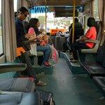 空港行きバスの車内