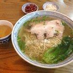 """""""舌尖上的中国""""美食—枫镇大肉面,浓郁的汤底里微微的酒香,配上炖的酥而不烂的大肉,好吃。可惜点吃红汤面及小吃,留了遗憾下次再光顾。"""