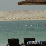 Strand mit aufgetürmter Sandinsel