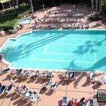 vue sur piscine depuis notre chambre