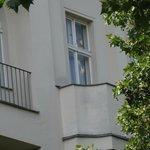 Окно и балкон в нашем летнем номере