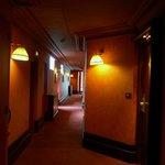 Кроваво-красный коридор