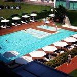 La splendida piscina del Domino Suite Hotel