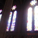 大聖堂両脇壁上部のステンドグラス