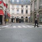 パレ・ロワイヤル 北入口 Rue des Petit Champs から
