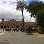 El parque en su desembocadura a la Plaza de España
