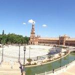 La plaza de España con el parque la fondo