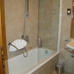 Shower & Tub - tight!