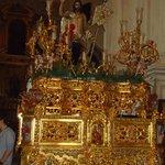 Uno de los altares de la virgen.