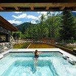 Outdoor Pool con laghetto
