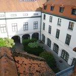 La cour intérieure de l'hôtel, vue du 4ème étage
