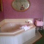 Hot tub in Morgan room