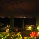 Im Hintergrund die Lichter von Siena