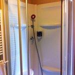 doccia stanza 211