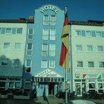 Excelente hotel aunque un poco lejano de las principales atracciones