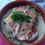 Cassolette de cabillaud au jambon cru sur fondue de poireaux